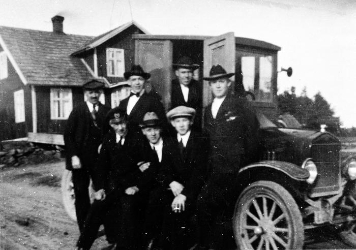 Samling utanför Julias matservering omkr. 1924